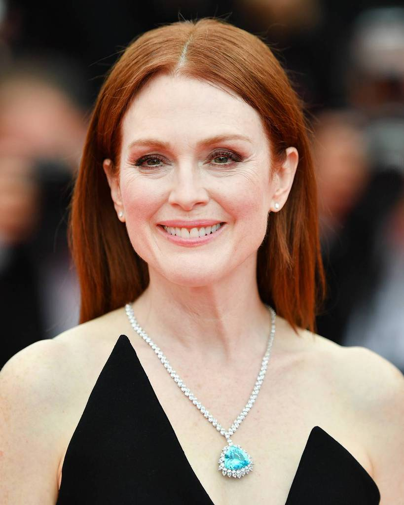 5386378658 Actress Julianne Moore had to wear glasses to see since she was just nine  years old. She said that she couldn t even see two feet in front of her  without ...